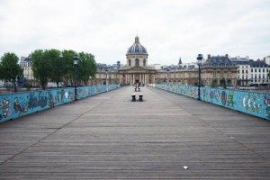 ufunk-street-art-pont-des-arts-paris-6-e1433341344995